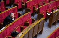 Регіонали захищають трибуну парламенту від блокування