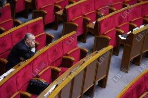 Регионалы защищают трибуну парламента от блокирования