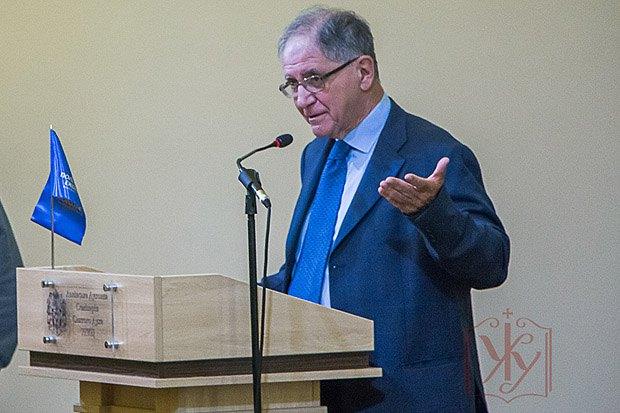 Рокко Буттільйоне під час виступу в УКУ