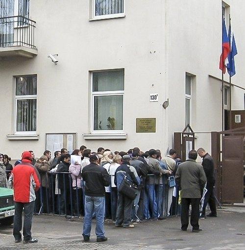 Очередь в консульство Чешской Республики во Львове.
