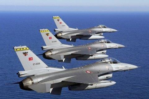 Турецька авіація розбомбила збройні склади курдів на півночі Іраку