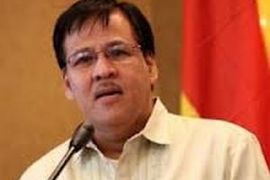 Президент Філіппін очолив пошук літака, що розбився з головою МВС