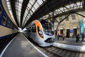 Во Львове вместо Hyundai на перон подали обычый поезд