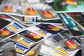 Крупные банки не выходят на рынок кредитных карт