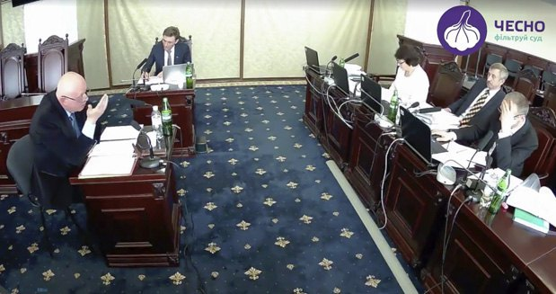 Сергій Бондар під час співбесіди на посаду в ВСУ