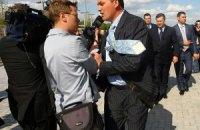 Охорона не пропустила журналістів на розмову з Азаровим