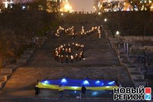 """На одесском Евромайдане создали надпись """"Ми є"""" из бенгальских огней и спели гимн Украины"""