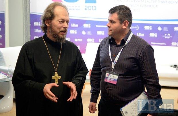 Георгий Коваленко, священнослужитель (УПЦ МП), протоиерей(слева)