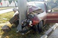 В Харькове автомобиль врезался в столб, погибли три человека