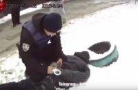 В Киеве грабитель ударил женщину молотком по голове, чтобы отобрать сумку