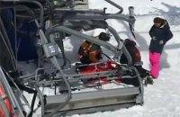 На горнолыжном курорте в Грузии из-за поломки канатной дороги пострадали более десяти человек (обновлено)