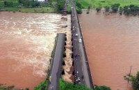 В Индии смыло мост: 20 человек пропали без вести