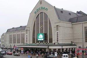 Пасажирів і персонал терміново евакуюють із київського залізничного вокзалу