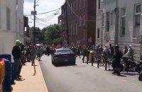 Автомобиль въехал в толпу демонстрантов в американском Шарлотсвилле, есть жертвы