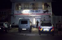В Киеве неизвестный напал с ножом и огнетушителем на сотрудницу ветклиники