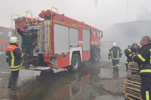Під Києвом сталася пожежа на підприємстві з переробки хімікатів та медпрепаратів, є постраждалі