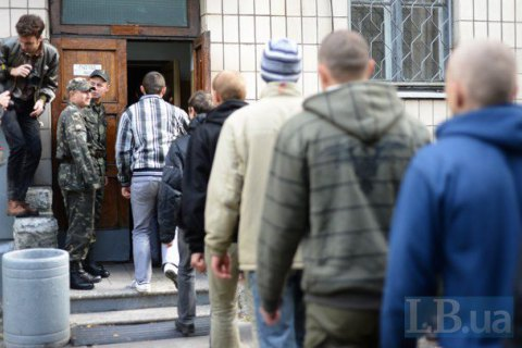 Від початку року понад 1 тис. строковиків Сухопутних військ уклали контракт із ЗСУ