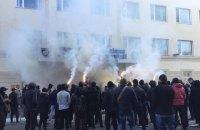 В Херсоне под главком полиции зажгли дымовые шашки