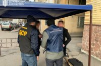 ДБР оголосило підозру спільникові чиновника секретаріату Кабміну, який погорів на хабарі