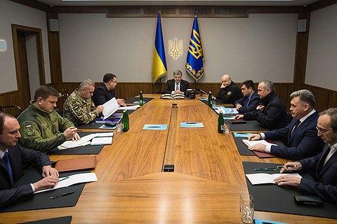 Порошенко подписал закон по Донбассу и объявил о завершении АТО