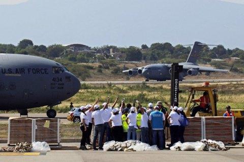 США відправили до Венесуели гуманітарну допомогу
