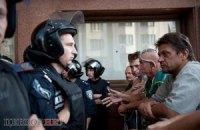 Опозиція заявляє, що міліція не дає збирати підписи проти Януковича під Українським домом