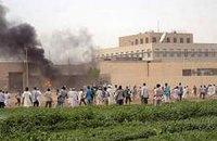 США эвакуируют посольства в Судане и Тунисе