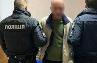 """У Києві патрульні затримали чоловіка, який стріляв з балкона """"по підозрілих особах"""""""