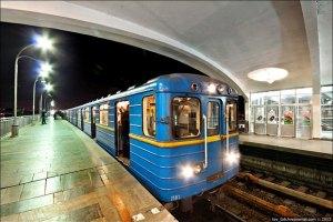 В киевском метро девушка упала на рельсы