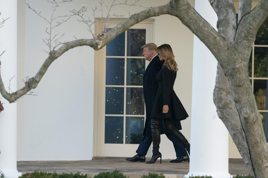 Президент Дональд Трамп и первая леди Мелания Трамп покидают Белый дом, 23 декабря 2020 и направляются в Мар-а-Лаго в Палм-Бич, Флорида.
