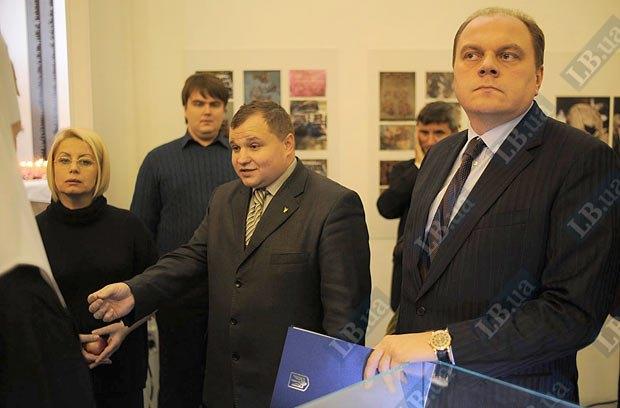 К сожалению, деятельность министра культуры свелась к посещению торжественных открытий и других мероприятий