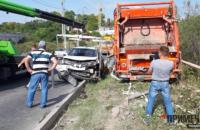 Мусоровоз без тормозов смял 15 легковушек в Севастополе