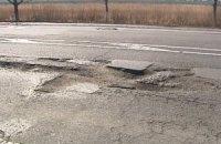 На границе с Евросоюзом дороги ремонтируют землей