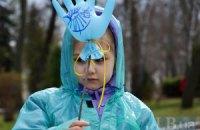 """У столиці на підтримку дітей-аутистів відбулася акція """"Київ у блакитному"""""""