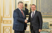 Порошенко обсудил с послом Дании ситуацию на Донбассе