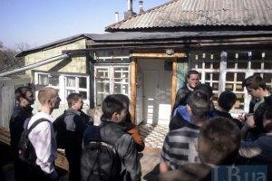 Януковича просят вмешаться в ситуацию с захватом жилья киевской учительницы