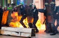 Во Франции произошли столкновения протестующих с полицией (Обновлено, добавлено фото)