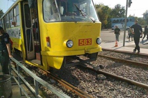 В Харькове трамвай сбил женщину, которая переходила дорогу на запрещающий сигнал светофора