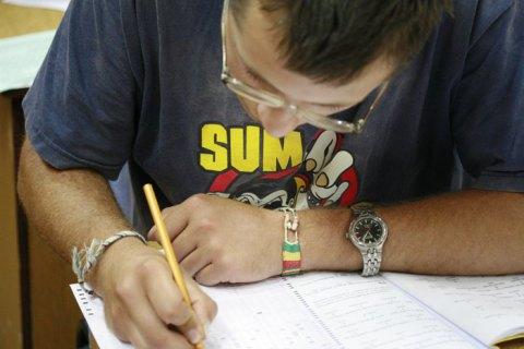 Іспит на знання державної мови склали вже близько 3 тисяч чиновників, - нацкомісія