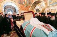 Тысячи людей пришли проститься с митрополитом Владимиром