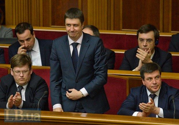 Вячеслав Кириленко (стоит)