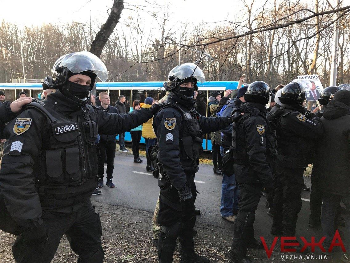 """Поліція не охороняє мітинг прихильників Порошенка від """"Нацдружин"""""""