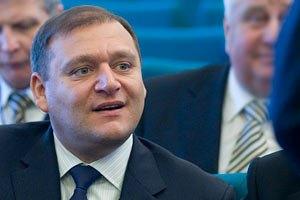 Добкин счел провокаторами евродепутатов с плакатами