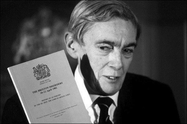 Лорд Скарман презентує звіт за результатами розслідування
