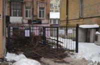 Жінці зламали ногу на акції проти забудови в центрі Києва