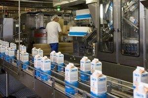 Заводи зобов'язалися не знижувати закупівельних цін на молоко