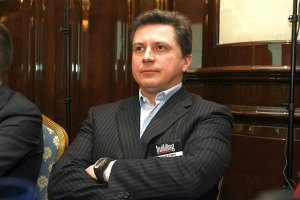 Син Азарова попіарився на презентації тролейбусів