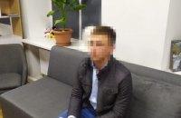У Краматорську затримали патрульного, який отримав хабар за непритягнення до відповідальності