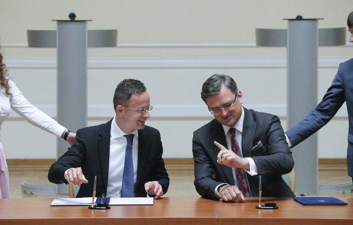 Министр иностранных дел Украины Дмитрий Кулеба и Венгрии Петер Сийярто