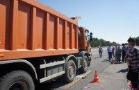 Под Николаевом перевозчики снова вынудили власти убрать с дороги весовой комплекс